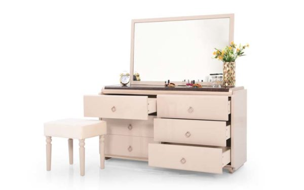 Tarjei Dresser with High Gloss Finish